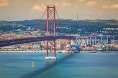 Lisbona, Portogallo-aprile 11,2015: I 25 il de Abril Bridge sono un ponte Fotografia Stock Libera da Diritti