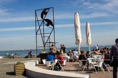 Lisbona, Portogallo: lungomare in Cais (pilastro) da Ribeira Fotografia Stock Libera da Diritti