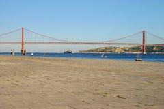 Lisbona, Portogallo - 17 settembre 2006: Ponte 25 de Abril venticinquesima o Immagini Stock Libere da Diritti