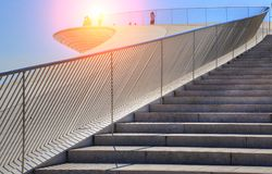Lisbona, sospensione 25 del punto di riferimento del ponte di aprile Immagini Stock Libere da Diritti