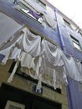 Lisbona tipica Essiccamento dell'abbigliamento all'aperto Immagine Stock Libera da Diritti