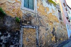 Lisbonne, bâtiments abandonnés/négligés Images libres de droits