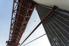 Lisbonne - 25 De Abril Metallic Bridge Photos stock