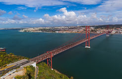 Lisbonne et 25ème d'April Bridge - le Portugal Image stock