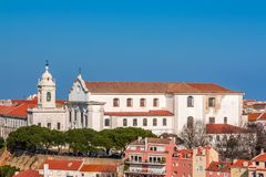 Lisbonne, Portugal Graca Church et couvent et Sophia de Mello Breyner Andresen Viewpoint image stock