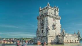 Lisbonne, Portugal La tour Torre De Belem de Belem est une tour enrichie située à la bouche du Tage banque de vidéos