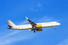 LISBONNE, PORTUGAL, LE 9 SEPTEMBRE 2015 : Air de Vueling de ligne aérienne de décollage Photos libres de droits