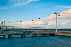 Lisbonne, rope-way au-dessus de la mer Image libre de droits