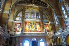 Lisieux, France - 7 septembre 2016 : À l'intérieur de la basilique de Sain Photos stock