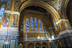 Lisieux, France - 7 septembre 2016 : À l'intérieur de la basilique de Sain Images libres de droits