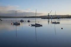 Liskeard, Royaume-Uni, le 22 juin 2016, A tiré de la rivière Tamar au lever de soleil, Tamar est une rivière en Angleterre occide images stock