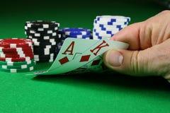 Liso grande - Ace o rei com microplaquetas de póquer Fotos de Stock