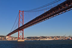 Lissabon, 25. der April-Brücke Stockbild