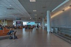 LISSABON AIRPORT/PORTUGAL - 21 MAJ 2017 - logiterminal arkivfoton