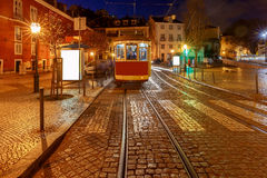 lissabon Alte Straße nachts Stockbild