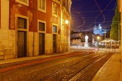 lissabon Alte Straße nachts Lizenzfreie Stockbilder