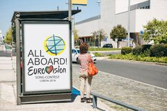Lissabon, 24 April, 2018: Foto van het beeld met officiële Eurovisie-het Liedwedstrijd 2018 Lissabon van symboleneurovisie A Royalty-vrije Stock Afbeelding