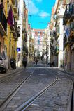Lissabon Bica Cablecargränd, gammal Uptownspårvagn, lopp Lissabon arkivbild