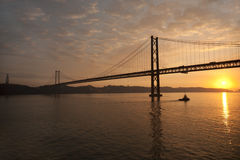 Lissabon-Brücke am Sonnenuntergang Stockbilder