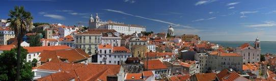 Lissabon - de mening van het Panorama over Alfama Stock Fotografie