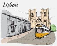 Lissabon domkyrka och spårvagn royaltyfri foto