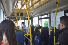 Lissabon-Flughafenabfertigungsgebäude-Shuttlebus Stockbild