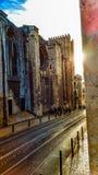 Lissabon gata med dramatisk belysning Arkivbild