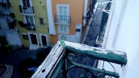 Lissabon gatasikt i Alfama Arkivbilder