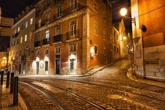 Lissabon gator på natten i Portugal Royaltyfri Fotografi