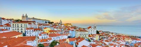 Lissabon historisk stadspanorama, Alfama arkitektur Royaltyfri Foto