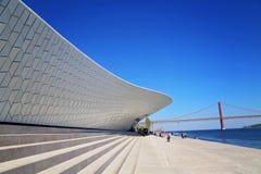 Lissabon, Marksteinsuspendierung 25 von April-Brücke Stockfotografie