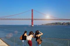 Lissabon, Marksteinsuspendierung 25 von April-Brücke Lizenzfreie Stockfotos
