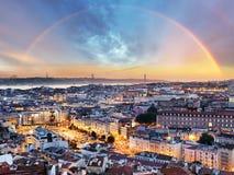 Lissabon med regnbågen - Lissabon cityscape, Portugal Royaltyfria Foton