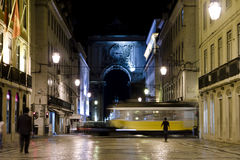 Lissabon nachts lizenzfreie stockbilder
