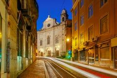 lissabon Oude straat bij nacht Royalty-vrije Stock Afbeeldingen