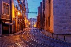 lissabon Oude straat bij nacht Stock Foto