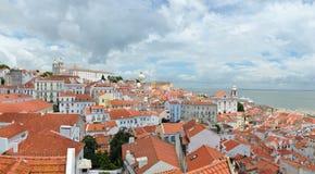 Lissabon panorama från Miradouro das Portas gör solenoid, Portugal Arkivfoton
