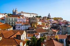 Lissabon panoramasikt av Alfama Arkivfoto