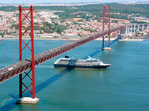 Lissabon Ponte 25 de Abril stockbild
