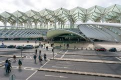 LISSABON PORTUGAL - APRIL 1, 2013: Oriente drevstation Denna station planlades av Santiago Calatrava för världen för expo '98 Arkivbild