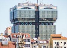 Lissabon Portugal: arkitektonisk kontrast Royaltyfria Foton