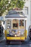 LISSABON, PORTUGAL - CIRCA 2016: Uitstekende Tram in Lissabon, Portugal Royalty-vrije Stock Foto