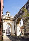 Lissabon, Portugal: Der große Bogen von Amoreiras Stockbild