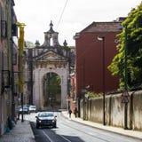 Lissabon, Portugal: Der große Bogen von Amoreiras sah vom Norden an Stockfotografie