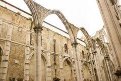 Lissabon Portugal: detaljen av den Carmo kyrkan och kloster fördärvar Royaltyfri Fotografi