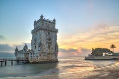 Lissabon Portugal, Europa - sikt av det belem tornet på solnedgången arkivfoton