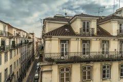 LISSABON/PORTUGAL - 17. FEBRUAR 2018: ANSICHT VOM BALKON AN ALTEM C lizenzfreie stockfotografie