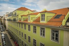 LISSABON/PORTUGAL - 17. FEBRUAR 2018: ANSICHT VOM BALKON AN ALTEM C stockfotos
