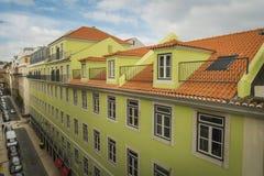 LISSABON/PORTUGAL - FEBRUARI 17 2018: MENING VAN BALKON BIJ OUD C stock foto's