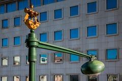 LISSABON PORTUGAL - Februari 02, 2011: små skepp på gatan Royaltyfri Bild